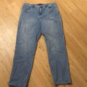 Plus size Gloria Vanderbilt Amanda jeans size 16W.